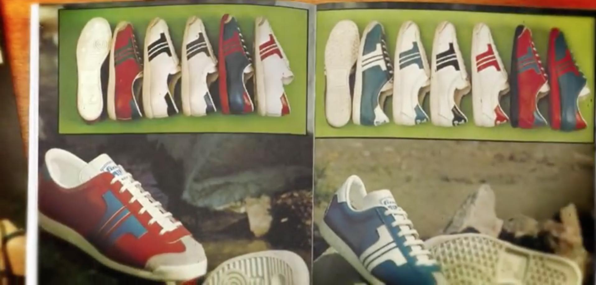 95a73cafd462 Így 1971-ben jött létre az új logó, amivel saját márkás cipőket készítettek  sportoláshoz és utcai viseletre egyaránt. Mivel a korábban az ADIDAS  márkának is ...